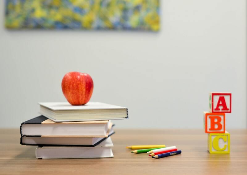 教科書や文房具を一人ひとり持っていかなくてはいけない